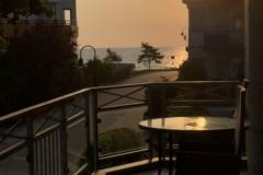 sonne-auf-dem-balkon-mit-meerblick
